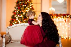 СЕМЕЙНЫЕ ФОТОСЕССИИ Mother Daughter Pictures, Dancing Baby, Christmas Pictures, Christmas Tree Decorations, Baby Dress, Family Photos, Look, Tulle, Feminine