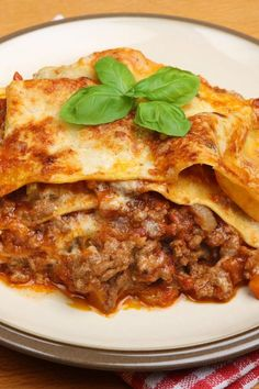 Crock Pot Lasagna - Mouthwatering layers of noodles, meat & 3 types of cheese! One to try!!