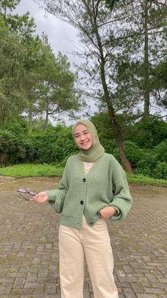 Modern Hijab Fashion, Street Hijab Fashion, Hijab Fashion Inspiration, Muslim Fashion, Casual Hijab Outfit, Cute Casual Outfits, Ootd Hijab, Hijab Fashionista, Teen Fashion Outfits