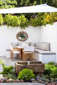 Aujourd'hui, le miroir de jardin est très prisé en décoration extérieure où il permet d'agrandir les espaces et ajouter une touche d'originalité. Les astuc