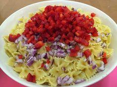 Liian hyvää: Hedelmäinen broileri-pastasalaatti Cabbage, Vegetables, Food, Essen, Cabbages, Vegetable Recipes, Meals, Yemek, Brussels Sprouts