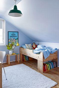 Et klassisk og lekkert barnerom med en mellomblå og klar farge. #farger#barnerom#inspirasjon#maling#Lys#blått#innredning#interiør#Inspiration#ideer#Fargerike Toddler Bed, Polka Dots, Furniture, Home Decor, Rome, Child Bed, Decoration Home, Room Decor, Home Furnishings