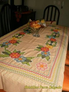 Chicken Scratch Embroidery, Crochet Cross, Table Covers, Blackwork, Gingham, Free Pattern, Diy And Crafts, Projects To Try, Cross Stitch
