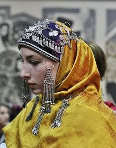 Traditional festive headgear from Dagestan, second half of 19th century.  (Source: Raisa Ismailova).