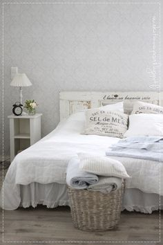 Minimalist Room, Old Houses, Sweet Dreams, Sweet Home, Shabby Chic, House Design, Bedroom, House Styles, Inspiration