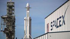 Avec sa fusée Falcon Heavy SpaceX veut s'ouvrir le chemin vers Mars - Le dirigeant de la société américaine qui a déjà sensiblement réduit les coûts et révolutionné l'écosystème des lancements spatiaux en faisant revenir ses lanceurs sur terre - et même sur mer - veut désormais faire rentrer la conquête de l'espace dans une nouvelle ère. - http://ift.tt/2Enxk09 - #ino-actu-lexp:: #ino-actu-lexp::monde inoreader - February 07 2018 at 07:36PM