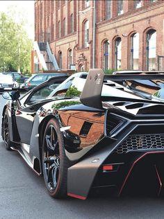 ・Lamborghini Veneno Roadster・