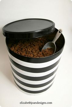 Popcorn Tin to Pet Food Canister. I have no idea why I didn't think of this. Would be very pretty in a dark red or brown to match the kitchen. Be careful of paint on the inside as food touches it (or just plop the bag in so food doesn't touch the paint). Food Dog, Cat Food, Dog Food Recipes, Pet Food Storage, Food Storage Containers, Storage Ideas, Diy Storage, Smart Storage, Kitchen Storage