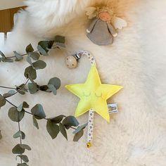 💛 von Hand mit Herz 💛 (@die_buntique) • Instagram-Fotos und -Videos Christmas Ornaments, Holiday Decor, Videos, Instagram, Home Decor, Photos, Heart, Christmas, Decoration Home