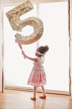 Un Cumpleaños Infantil con formas geométricas