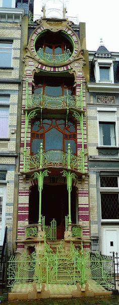 By Sous le ciel de Paris Art Nouveau Hector Guimard Rue Fontaine Architecture Art Nouveau, Beautiful Architecture, Beautiful Buildings, Architecture Design, Belle Epoque, Facade, Art Decor, Photos, Hector Guimard