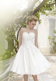 Wedding Gown Enchanted to Meet You @wemagazinethai  Style Fahfaree Photo @tangzb