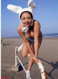 Face Images, Just She, Wearing Glasses, Action Poses, True Beauty, Asian Girl, Bikinis, Swimwear, Short Hair Styles
