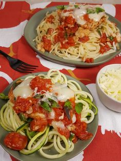 Pressure Cooker Bruschetta Chicken with Zoodles - a dump and push, Low Carb, Gluten Free, Keto meal that tastes like a million bucks. Best Instant Pot Recipe, Instant Pot Dinner Recipes, Instant Recipes, Instant Pot Pressure Cooker, Pressure Cooker Recipes, Pressure Cooking, Slow Cooker, Cooking Recipes, Healthy Recipes