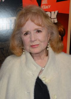 """Piper Laurie Photo - Premiere Of Fox Searchlight Pictures' """"Hitchcock"""" - Arrivals Piper Laurie, Jean Peters, Peter Piper, Body Measurements, Classic Hollywood, American Actress, Redheads, Off The Shoulder, Fox"""