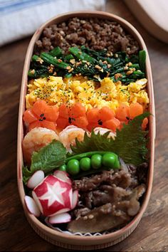 five-colorer rice, miso minced meat, tossed peanuts spinach, scrambled eggs, Sakura carrot, tossed salad dressing shrimp boiled drizzle of root vegetables and beef and radish