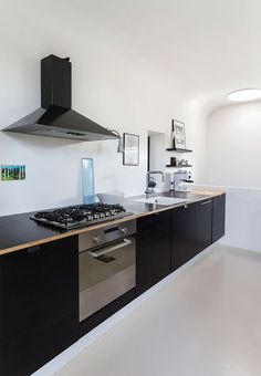 The kitchen is based on elements from Ikea combined with the owner's own kitchen design in black veneer. The black look is a cool contrast to the white and bright room.