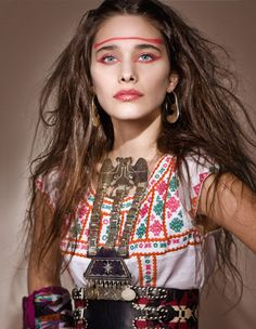 Tribute to Chilean fashion by Cataline Sepúlveda. Want to see Chilean fashion in person? Visit the beautiful country for almost nothing by working while you travel! #chile #trends #fashion #create #necklace #metal #print #travel #backpacking #hair #style #makeup #ethnic #argentina #peru #strongwomen
