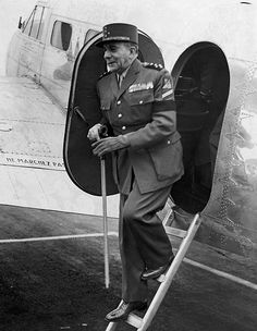 De Lattre De Tassigny French Commander In Chief In Indochina At His Arrival In London. 1945 - pin by Paolo Marzioli French Armed Forces, Indochine, Vintage Images, World War Ii, Ww2, France, China, London, History