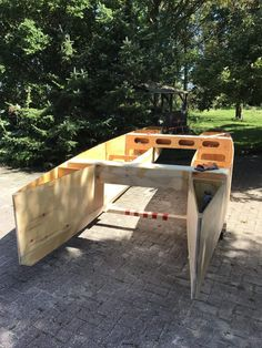 My tiny house boat - A small plywood-and-epoxy (not really) house boat Plywood Boat Plans, Wooden Boat Plans, Wooden Boat Building, Boat Building Plans, Canoe Boat, Pontoon Boat, Shallow Water Boats, Build Your Own Boat, Boat Projects