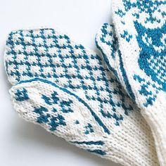 Ravelry: Vinterugle pattern by Tonje Haugli Knit Mittens, Mitten Gloves, Ravelry, Knitting Patterns, Owl, Tricot, Knit Patterns, Owls, Knitting Stitch Patterns