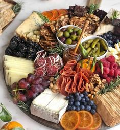 Charcuterie Recipes, Charcuterie Platter, Charcuterie And Cheese Board, Cheese Boards, Snack Platter, Party Food Platters, Cheese Platters, Wedding Food Stations, Christmas Cheese
