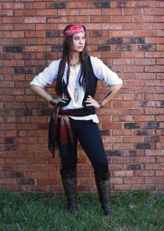 DIY Female Pirate Halloween Costume Idea