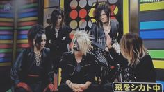 "(Ruki, Aoi, Reita, Uruha & Kai, the GazettE) ""The only way to get Reita out of his statue mode is a good slap."" lol! But.. LOOK AT URUHA SMILING! AWW! (≧▽≦)"