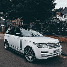 Range Rover hochgeladen von Vicky_jay auf We Heart It - Trend Autos Neues 2019 Maserati, Ferrari, My Dream Car, Dream Cars, Cadillac, Lux Cars, Range Rover Sport, Range Rovers, Range Rover White