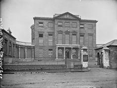 Georgian Buildings, Georgian Mansion, Dublin House, Dublin City, Dublin Ireland, Ireland Travel, Old Pictures, Old Photos, Gate Post