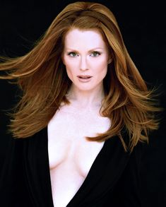 Juliane Moore, Rock And Roll Fashion, Star Actress, Hottest Redheads, Celebrity Crush, Celebrity Photos, Mannequins, Beautiful Actresses, Face And Body
