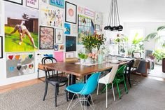 How To Style Dining Table With Mismatched Chairs Here's a fun way to incorporate cheery color into your home: mix and match dining chairs. Woven Dining Chairs, Mismatched Dining Chairs, Dining Table, Folding Chairs, Dining Decor, Dining Room Walls, Living Room Furniture, Deco Furniture, Leather Furniture