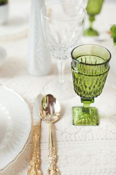 White, green and gold wedding tablescape. Shot by RebeccaHansenWeddings.com