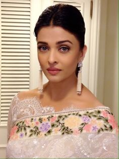 Aishwarya Rai: Latest Saree Blouse Designs sure to Amaze You'. In Pic: OMG in Broad Boat Neck Blouse In Lace With Uncut Edges, w/ floral Tarun Tahiliani saree; earrings gorg too (in Indian Saree Fashion @ via Latest Saree Blouse, Latest Sarees, Sari Bluse, Tarun Tahiliani, Aishwarya Rai Bachchan, Deepika Padukone, Stylish Sarees, Blouse Neck Designs, Sleeve Designs