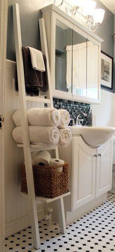 Scala portaggetti per il bagno o la camera: più semplice, da fare in versione scura