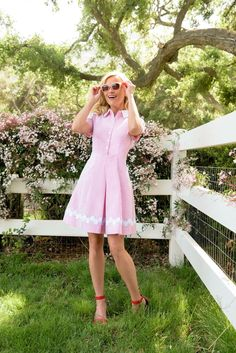 Reese Witherspoon in Draper James Southern Outfits, Southern Fashion, Preppy Southern, Preppy Outfits, Classy Outfits, Cute Outfits, Southern Dresses, Preppy Dresses, Southern Prep