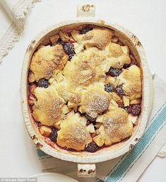 Mary Berry Foolproof Cooking, part one: Apple and blackberry cobbler Daily Mail Online Blackberry Crumble, Blackberry Recipes, Apple Recipes, Sweet Recipes, Baking Recipes, Bbc Recipes, Baking Ideas, Vegan Recipes, Fruit Cobbler