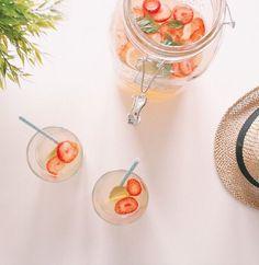 Tutti i sapori dell'estate in questi aperitivi analcolici in caraffa