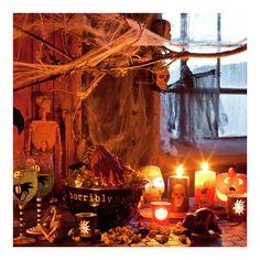 """Halloween Halloween har vuxit i populäritet även här i Sverige, speciellt hos barn och ungdomar som går från dörr till dörr med  """"bus eller godis"""". Klä ut dig och pynta på Halloween – inspireras här!)"""