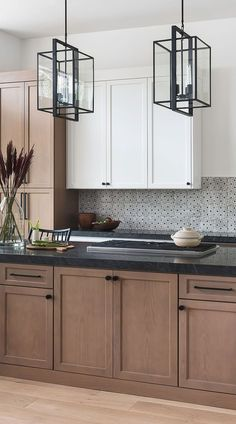 Black Kitchen Countertops, Modern Kitchen Cabinets, Kitchen Cabinet Colors, Modern Kitchen Design, Interior Design Kitchen, Countertop Backsplash, Backsplash Ideas, Black Countertops White Cabinets, Backsplash Black Granite