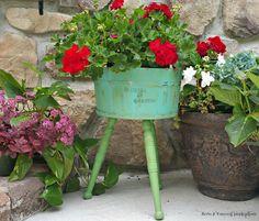 Painted Bucket Planter | Redo It Yourself Inspirations : Painted Bucket Planter