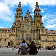 http://blog.ruralzoom.com/top-10-las-plazas-mas-bonitas-de-espana/  Plazas de Españas más bonitas