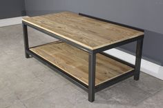 He encontrado este interesante anuncio de Etsy en https://www.etsy.com/es/listing/222511289/industrial-square-steel-coffee-table-w