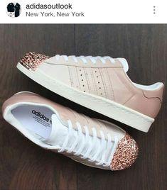 a2d77c4bb172 Rosa Wohnungen, Adidas Schuhe, Frauenschuhe, Fußbekleidung,  Schuhkollektion, Extravagante Schuhe, Damen