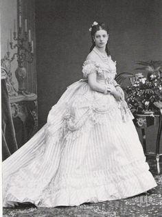 Princesse Dagmar de Hesse-Cassel  (Nope, this is Tsarina MAria Fyodorovna, nee princess Dagmar of Denmark. Late 1860s)