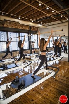 Reformers Pilates best workout ever! Pilates Training, Pilates Workout, Pilates Mat, Josef Pilates, Pilates Body, Pilates Reformer Exercises, Pilates Studio, Club Pilates, Pilates Reformer Beneficios