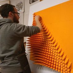 The Way This Engineer Turns Simple Sheets Of Paper Into Geometric Art Is Amazingly Satisfying Pics) Geometric Sculpture, Geometric Art, Sculpture Art, Paper Sculptures, Paper Wall Art, Wood Wall Art, Deco Dyi, Paper Structure, Origami Architecture
