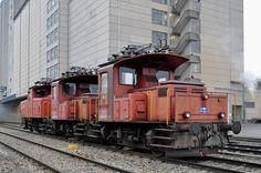 Die beiden Te III 157 und 176, zusammen mit der Ee 3/3 16448, stehen auf einem Nebengleis beim Bahnhof Kaiseraugst und warten auf den Abbruch bei der Firma Thommen. Die Aufnahme stammt vom 19.12.2016.