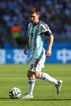Lionel Messi of Argentina controls the ball during the 2014 FIFA World Cup Brazil Group F match between Argentina and Iran at Estadio Mineir...