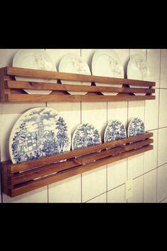 Porta Pratos decorativo feito de madeira de pinus tratado, uma linda opção para decorar com estilo e custo benéfico peça seu orçamento, fazemos na medida que precisar!